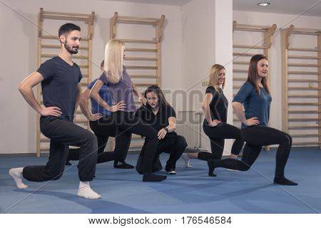 Six People Group, Trainer Instructor Fitness Lunge