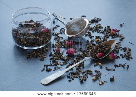 Dry Green Tea With Rose And Sieve