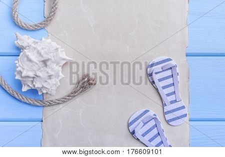 Old parchment and blue boards are a marine theme.