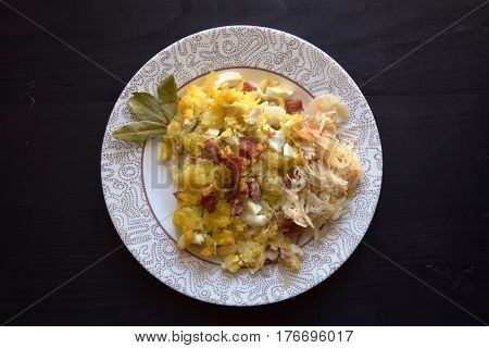 baked potatoes with meat on white plate on wooden background , easy and tasty recipe.