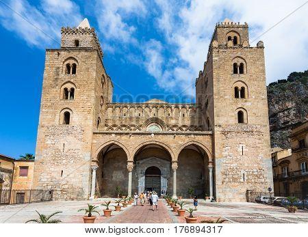 Visitors Near Entrance In Duomo Di Cefalu