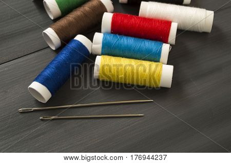 Sewing needle and colored spool yarns, multicolored spool yarns, sewing and sewing needles, scissors and scissors, tailoring materials,