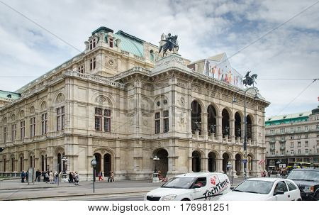 Vienna State Opera House (staatsoper) At Cold Day