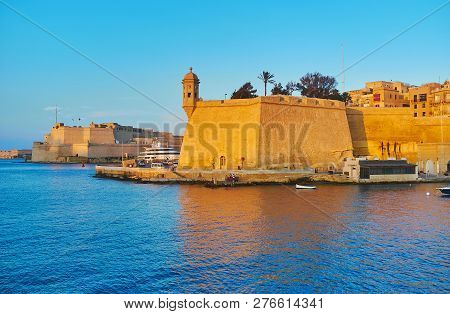 Explore Fortified Cities Of Valletta Grand Harbour - The Huge Rampart Of Senglea With Guard Tower An