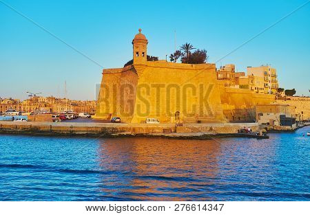 Observe Fortified City Of Senglea (l-isla) And Its Small Guardiola Tower From The Cruise Yacht, Floa