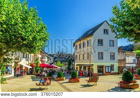 Rudesheim Am Rhein, Germany, August 24, 2019: Cobblestone Square And Traditional German Houses And B
