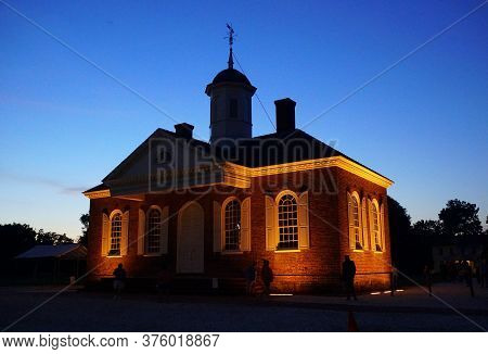 Williamsburg, Virginia, U.s.a - June 30, 2020 - The Courthouse Building Lighted Up At Night