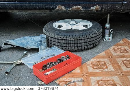 Wheel Replacement Process: Tire On A Disk, A Set Of Keys For Bolts, A Jack. Selective Focus Disc Bra