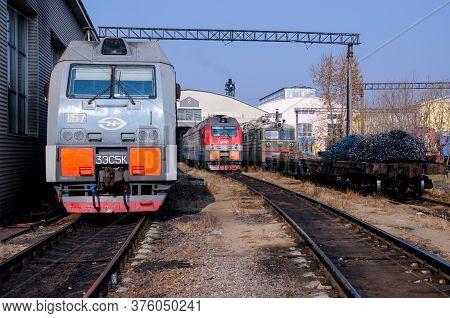 Russia, Khabarovsk, 22 October 2013: Locomotive Depot Of The City Of Khabarovsk, Trains Under The Op