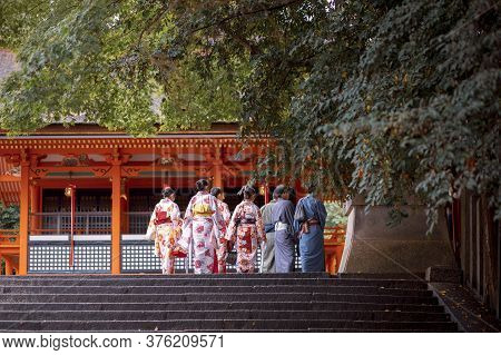 Kyoto Japan - November9,2018 : Unidentified Japanes People Wearing Old Traditon Gimino Clothes Walki