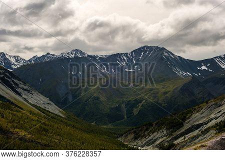 Ak-kem River Valley And The Top Of Kara-tyurek Pass
