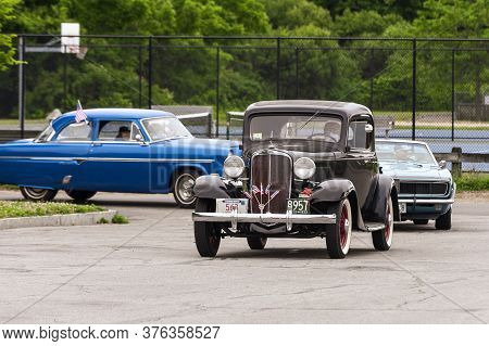 Fairhaven, Massachusetts, Usa - July 4, 2020: Antique Chevrolet Leading Other Classic Cars Past Fort
