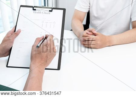 Male Doctors Explain And Recommend Treatment After A Male Patient Meets A Doctor And Receives Result