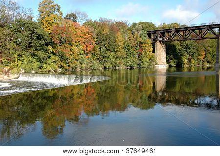 Paris Dam in Autumn