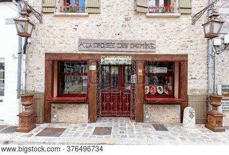 Provins, France-july 11, 2020 : The Gift And Grocer Shop A La Croisee Des Chemins Located In Histori