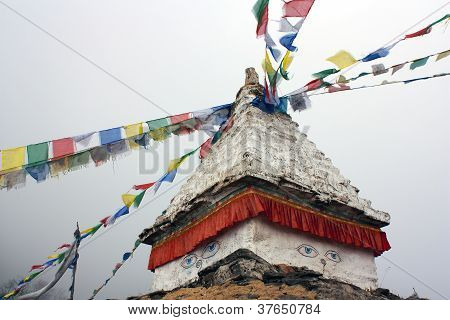 Stupa and buddhist prayer flags in Langtang Himal - Nepal