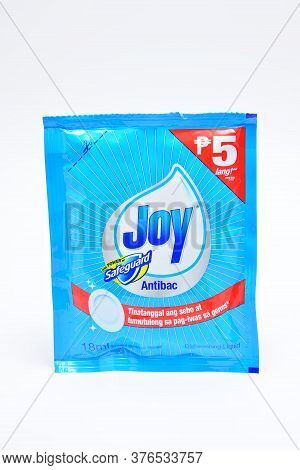 Quezon City, Ph - July 8 - Joy With Safeguard Diswashing Liquid On July 8, 2020 In Quezon City, Phil