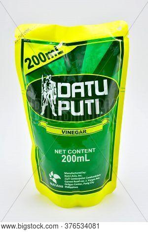 Quezon City, Ph - July 8 - Dati Puti Vinegar Pack On July 8, 2020 In Quezon City, Philippines.