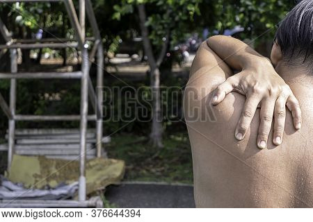 The Hand Grips The Shoulder That Inflammation From A Sports Injury.