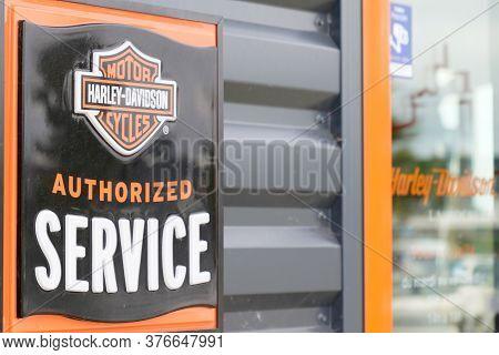 Bordeaux , Aquitaine / France - 07 07 2020 : Harley Davidson Authorized Service Store Logo Harley-da