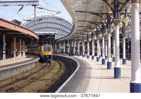 CLASS 222 TRAIN,YORK RAILWAY STATION, SEPTEMBER 2012