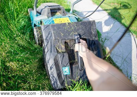 Step 2. Step-by-step Instructions On How To Mow The Grass With A Makita Electric Lawn Mower. After F