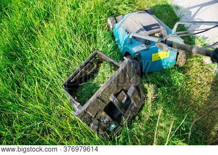 Step 3. Step-by-step Instructions On How To Mow The Grass With A Makita Electric Lawn Mower. After F