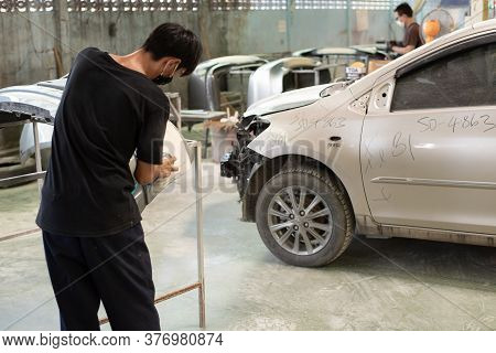 Bangkok, Thailand - August 31, 2017 : Unidentified Denter Or Car Mechanic Serviceman Check And Fix B