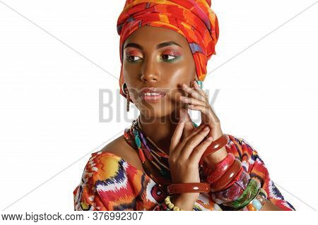 Portrait Of A Young And Attractive African American Black Woman In The National African Dress Isolat