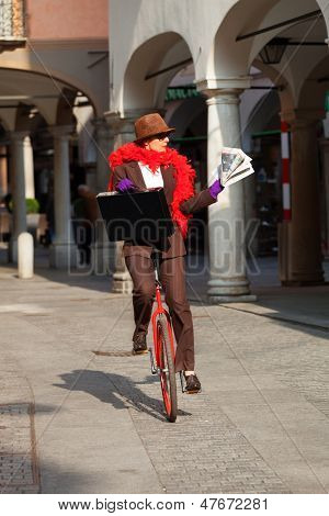 woman through the city with the unicycle to go to work
