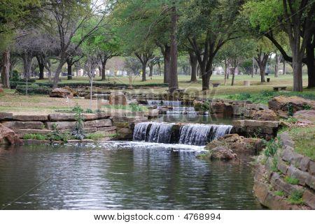 friedliche Wasserfall