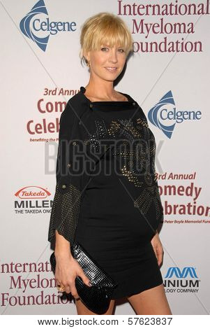 Jenna Elfman at the International Myeloma Foundation's 3rd Annual Comedy Celebration for the Peter Boyle Memorial Fund, Wilshire Ebell Theater, Los Angeles, CA. 11-07-09