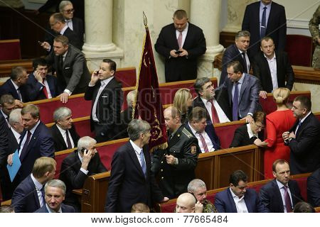 The Ukrainian Parliament Resumes Work With New Structure 27 November 2014