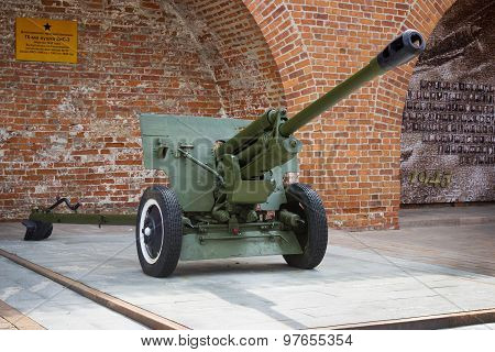 Soviet Anti-tank 76 Mm Gun Of The Second World War, Zis-3 Outdoor Exhibition In N.novgorod