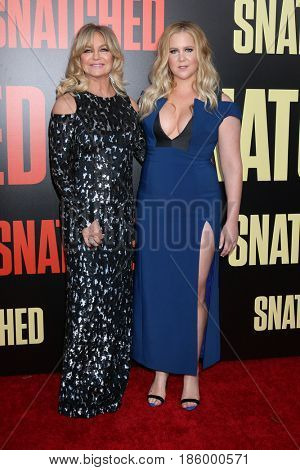 LOS ANGELES - MAY 10:  Goldie Hawn, Amy Schumer at the