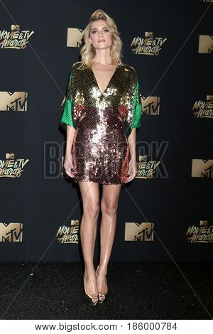 LOS ANGELES - MAY 7:  Allison Williams at the MTV Movie and Television Awards on the Shrine Auditorium on May 7, 2017 in Los Angeles, CA