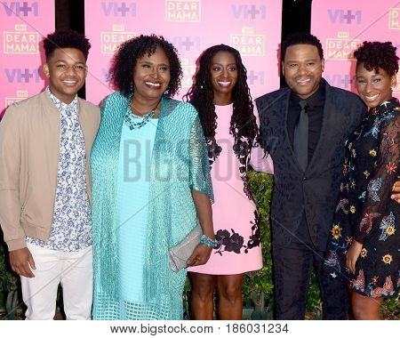 LOS ANGELES - MAY 6:  Nathan Anderson, Doris Bowman, Anthony Anderson, Alvina Stewart, Kyra at the VH1`s Dear Mama: An Event To Honor Moms on the Huntington Library on May 6, 2017 in Pasadena, CA