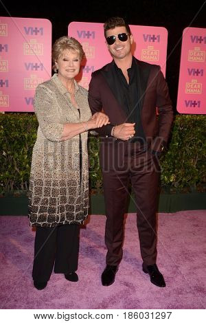 LOS ANGELES - MAY 6:  Gloria Loring, Robin Thicke at the VH1`s 2nd Annual Dear Mama: An Event To Honor Moms on the Huntington Library on May 6, 2017 in Pasadena, CA
