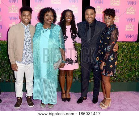 LOS ANGELES - MAY 6:  N Anderson, Doris Bowman, Anthony Anderson, Alvina Stewart, Kyra And at the VH1`s Dear Mama: An Event To Honor Moms on the Huntington Library on May 6, 2017 in Pasadena, CA