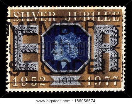 UNITED KINGDOM - CIRCA 1977: A stamp printed in Great Britain shows face profile of Queen Elizabeth II, series Silver Jubilee of Queen Elizabeth II, circa 1977
