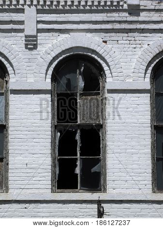 Window in an old Texas building is broken and in disrepair