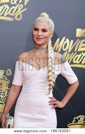 LOS ANGELES - MAY 7:  Carly Aquilino at the MTV Movie and Television Awards on the Shrine Auditorium on May 7, 2017 in Los Angeles, CA