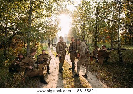 Dyatlovichi, Belarus - October 2, 2016: Re-enactors Dressed As Russian Soviet Red Army Soldiers Of World War II Briefs Before Attacking Enemy Positions In Autumn Forest During Historical Reenactment