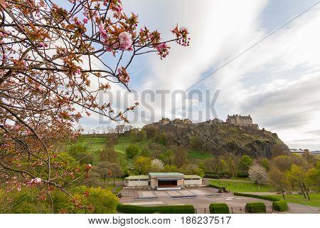 Princess Street Gardens, Edinburgh, With Edinburgh Castle In The Background