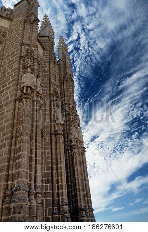 Convento centenario de San Juan de los Reyes en Toledo, España