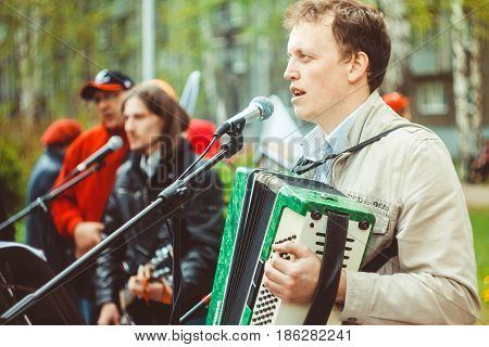 musicians sing songs on the street in Russia