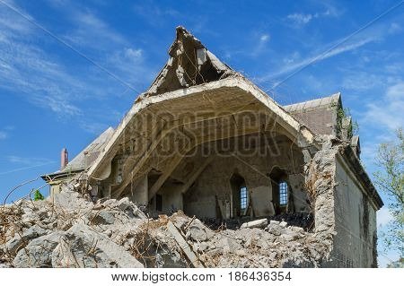 ruined building, demolition of house, city germany