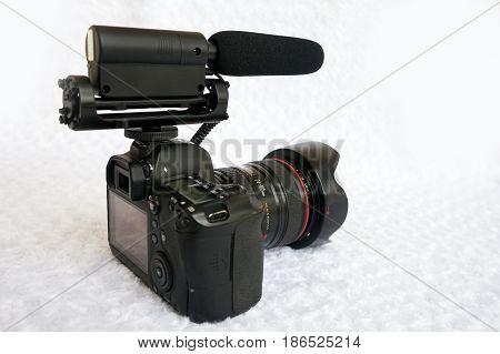 Professional dslr digital video camera with shotgun microphone
