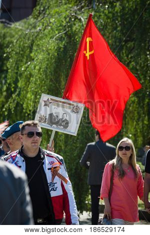 BERLIN - MAY 09 2016: Victory Day in Treptower Park. Guests of war memorial with the banner of Victory.