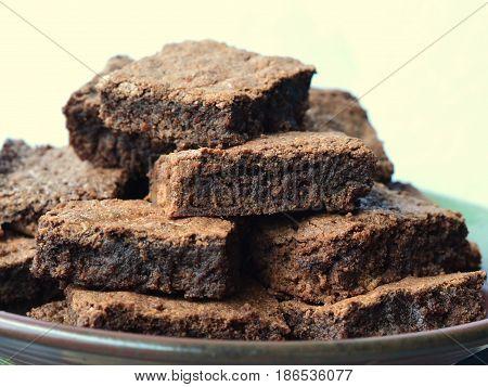 Dark Chocolate Fudge Brownies: Close up, profile